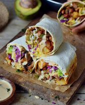 These vegan breakfast burritos are made with roasted potatoes, avocado, ch . - These vegan breakfast burritos are filled with roasted potatoes, avocado, mushrooms and peppers and - Plant Based Breakfast, Protein Packed Breakfast, Vegetarian Breakfast, Vegan Breakfast Recipes, Vegetarian Recipes, Savory Breakfast, Avocado Breakfast, Vegan Breakfast Burritos, Breakfast Ideas