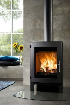 The Westfire Uniq 17 Wood Burning Stove is the newest addition to the Westfire range. Compact size and low output make the Westfire Uniq 17 wood stove ideal for smaller rooms. The Westfire Uniq 17 woodburner has both modern looks and a modern e Contemporary Wood Burning Stoves, Wood Fuel, Multi Fuel Stove, Stove Fireplace, Fireplace Ideas, Electric Stove, Log Burner, Small Space Living, Glass Door