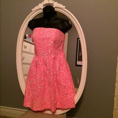 Lilly Pulitzer Cosmo Pink Chandie Strapless Dress Size Small. Cosmo pink strapless Lilly Pulitzer dress. Excellent condition only worn once. Elastic, cinched back so it fits comfortable. Very Flattering dress! Lilly Pulitzer Dresses Strapless
