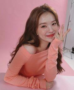 Ulzzang Girl, Wallpaper S, Summer Looks, Red Velvet, Fashion Beauty, Ruffle Blouse, Spring Summer, Photoshoot, Asian