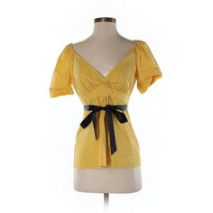 Pre-owned BCBGMAXAZRIA Short Sleeve Blouse Size 4: Yellow Women's Tops ($32) ❤ liked on Polyvore featuring tops, blouses, yellow, short sleeve blouse, yellow blouse, yellow top, short-sleeve blouse and bcbgmaxazria