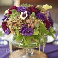 LOVE this centerpiece. Combines all the colors I'm thinking about but having difficulty envisioning.