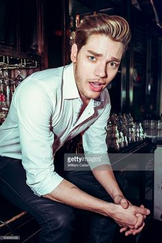 actor-dominic-sherwood-is-photographed-for-the-wrap-on-january-12-in-picture-id509382532 (681×1024)