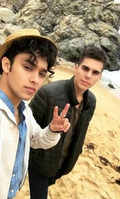 🎼so excited for their new album 💛 3 I, Just Love, Memes Cnco, Twitter Bio, Selfie Time, Insta Story, Funny Me, Real Man, Perfect Man