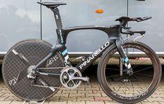Sky's Pinarello Bolide TT http://www.bicycling.com/bikes-gear/tour-de-france/the-time-trial-bikes-of-the-2017-tour-de-france/slide/18