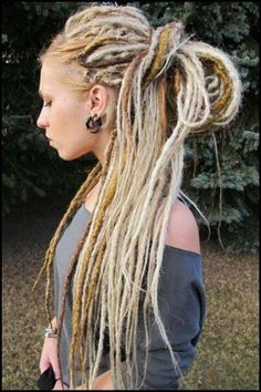 Set contains 5 double ended OR 10 single ended dreads. The pictures you see are examples of my work. Natural looking & dreads are made to look like real dreads. Made with synthetic braiding hair, kanekalon. Braids Blonde, Blonde Dreadlocks, Dreads Girl, Locs, Fake Dreads, Blonde Hair, Celtic Dreadlocks, Rasta Dreads, Crochet Dreadlocks