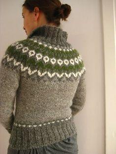 free knitting pattern cardigan sweater fair isle needle and light grey, medium grey, green, white Fair Isle Knitting Patterns, Fair Isle Pattern, Knitting Stitches, Knitting Designs, Knit Patterns, Free Knitting, Punto Fair Isle, Ravelry, Icelandic Sweaters