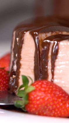 Strawberry Pudding with Chocolate, Seafood Recipes, Mexican Food Recipes, Sweet Recipes, Chocolate Banana Pancakes Recipe, Fun Desserts, Dessert Recipes, Food Platters, Diy Food, Food Videos