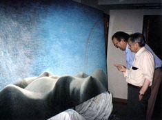 """Año Esta pintura se encuentra frente a la """"Escalera Estelar"""" en el hall del hotel. Sitges, Lorenzo Quinn, Stairs, English, Painting, Sculptures, Art, Stairway, Painting Art"""