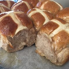 Recipe Hot Cross Buns - Thermomumma by _b_e_v_, learn to make this recipe easily in your kitchen machine and discover other Thermomix recipes in Baking - sweet. Bread Improver, Thermomix Bread, Bellini Recipe, Bread Machine Recipes, Bread Recipes, Hot Cross Buns, Bun Recipe, Easter Recipes, Easter Ideas