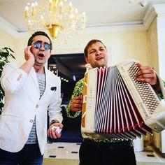 Исполняем песни Лепса и группы #Ленинград #ведущий @chigincev #стеб #music #впитерепить #рюмкаводкинастоле #Moscow #Яуедужитьвлондон #event #wedding #party
