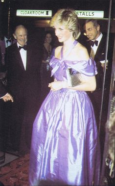 1983-10-24 Diana at the Premiere of Hay Fever at the Queen's Theatre in Shaftesbury Avenue