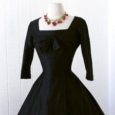 vintage 1950's dress ...wardrobe staple BLACK POLISHED por traven7