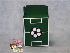Caixa feita em papel de alta gramatura personalizada no tema futebol. <br>Consulte disponibilidade de outras cores <br>Altura: 15 cm <br>Comprimento: 8,5 cm