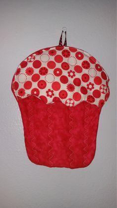 Hey, I found this really awesome Etsy listing at https://www.etsy.com/listing/291020671/cupcake-potholder-flower-potholder