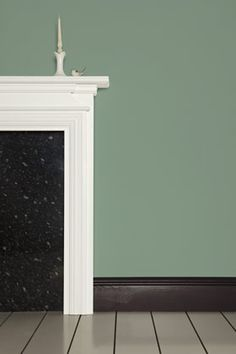 Farrow & Ball: Chappell Green No. 82. (www.farrow-ball.com). Wirkt je nach Kombination grün oder blau.