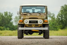 Front View of a Toyota Land Cruiser FJ40
