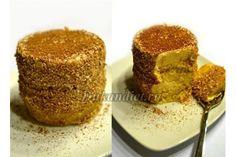 Готовим тесто: смешиваем сухие компоненты, добавляем кефир, яйцо взбиваем с щепоткой соли, соединяем с остальными ингредиентами и быстро перемешиваем выпекаем в микроволновке на 800 Вт 5 минут. Чем меньше будет форма для выпечки, тем выше поднимется хлеб. Разделить на 2 части бисквитик. Крем: смешиваем ингредиенты для крема, укладываем в формочку кружочек бисквита, сверху слой крема, снова бисквит и снова крем. Поставить в холодильник на 2 часа. Пирожное вынуть из формы, обвалять края в о...