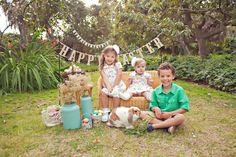 Happy Spring!! - Springtime Mini Sessions with Bunnies and Chicks. So cute. Great idea.