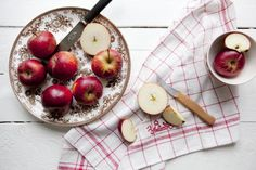 Apples Caramel Apple Oatmeal Recipe: 1 Tbsp Coconut oil 1 Tbsp Peanut Butter Cinnamon Add ingredients to cooked oatmeal, sweeten with Honey. Do Not add milk,  the Coconut oil, cinnamon, and Peanut Butter creates the Yummy Caramel Apple flavor. Yummy Foods for Your Detox Diet: Apples