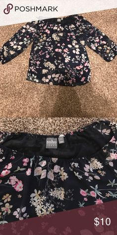 New York & Company cold shoulder top. Size S shoulders out top!! New York & Company Tops