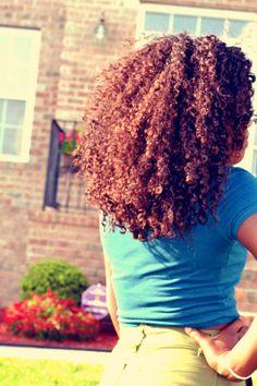 Long, healthy curls   http://pillxprincess.tumblr.com/   http://amykinz97.tumblr.com/    https://instagram.com/amykinz97/    http://super-duper-cutie.tumblr.com/