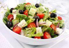 femina.cz - Řecký salát s balkánským sýrem a olivami
