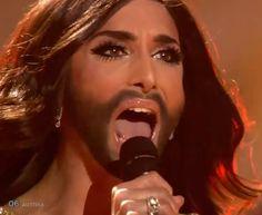 """Souvenir... Pas besoin de regarder longuement l'ouverture de la bouche...et en plus sur un """" i """" ... on peut dire ce qu'on veut, en terme de chant, c'est une pointure... - Conchita Wurst -2- Rise Like a Phoenix - Eurovision 2014 :http://apprendre-a-chanter-et-oser.com/conchita-wurst-2-rise-like-a-phoenix-eurovision-2014/"""