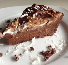You will be surprised to learn how tasty can food made out of raw ingredients actually be. Try these delicious recipes (for full recipe just click the title) Surprisingly Delicious Vegan MUD PIE Raw Vegan Desserts, Raw Vegan Recipes, Vegan Cake, Vegan Treats, Vegan Foods, Delicious Desserts, Cold Desserts, Best Mud Pie Recipe, Chocolate Mud Pie Recipe