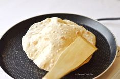 A very soft and puffed up Indian flat bread, Chapathi. Serve with Indian curry, main dishes or even use it to make sandwich wraps. Diabetic Recipes, Vegetarian Recipes, Cooking Recipes, Greek Recipes, Indian Food Recipes, Indian Flat Bread, Indian Breads, Bread Starter, Food Themes