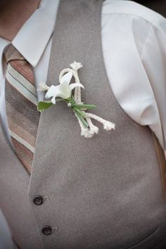 beach wedding - groom's attire inspiration (hate the boutonniere & rope!)