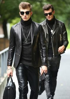 errores al vestir de negro 18 Mens Leather Blazer, Tight Leather Pants, Leather Men, Leather Jackets, Black Leather, Leather Fashion, Mens Fashion, Leather Outfits, Lässigen Jeans