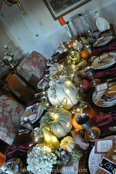 Thanksgiving lighted table thepaintedapron.com