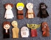 finger puppets for star wars quiet book Sewing Projects, Craft Projects, Star Wars Crafts, Felt Finger Puppets, Crafts For Kids, Arts And Crafts, Little Presents, Star Wars Party, Felt Toys