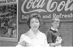 Chicago in the Old Days - 41 Fascinating Photos Documented Street Young People of Wicker Park in the late 1950s