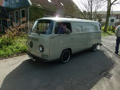 1969 panel van with 17 inch Airevo wheels and red9 suspension