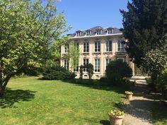 Cet hôtel particulier du 14ème arrondissement construit à la fin du XVIIIème siècle est un véritable bijou.