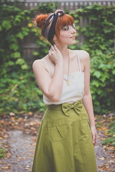 Green Bow tie retro modern look - Style retro vintage modern - bandeau boho Look Fashion, Fashion Outfits, Fashion Shoes, Girl Fashion, Bow Skirt, Casual Outfits, Cute Outfits, Looks Street Style, Full Skirts