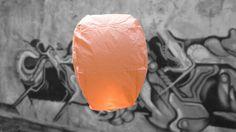 Oranje Wens Ballon - Vliegende Lantaarns ProWens ballonnen hebben de klassieke vorm van een hete lucht ballonHoogte van de lantaarn is 75 cmDe lantaarns hebben een reeds gemonteerde en afgeschermde brander,...