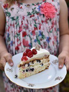 Pradobroty: Narozeninový dort - bílkový korpus, tvarohový krém s čerstvým ovocem Vanilla Cake, Goodies, Sweet, Yum Yum, Food, Sweet Like Candy, Candy, Gummi Candy, Essen