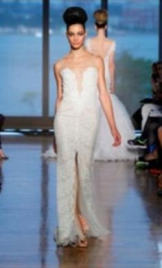 Ines Di Santo Maia 10: buy this dress for a fraction of the salon price on PreOwnedWeddingDresses.com
