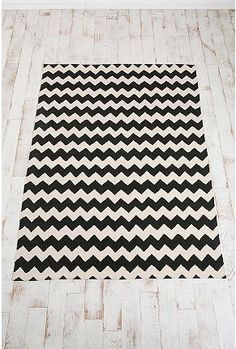 @ rachel brown!    chevron pattern rug 5 by 7 $74 I wonder if I got this as a runner it would make ppl dizzy?