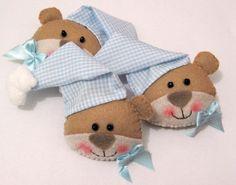 Fofíssimo ursinho em feltro, podendo ser feito como imã ou chaveiro. pedido mínimo: 10 unidades R$2,25