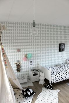 Geometric, monochrome prints all working together in this kids room. Via designedforkids.co.uk