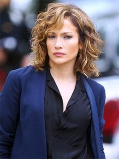 When Blake Lively debuted bronde hair last week, the world collectively lost it mind. And now, Jennifer Lopez is next to make the case for bronde locks. She debuted the look on the set...