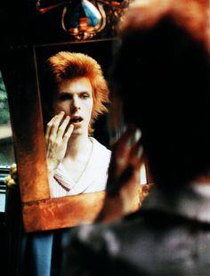 1972 - David Bowie 70s (photo by Mick Rock).