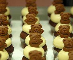 Mini cupcakes with Teddy grahams Teddy Graham Cupcakes, Teddy Bear Cupcakes, Cupcake Recipes, Cookie Recipes, Dessert Recipes, Yummy Cupcakes, Mini Cupcakes, Teddy Ruxpin, Teddy Grahams