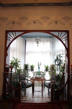 jugend - oj så fint på ett väldigt speciellt sätt. Kanske bygga ut på baksidan? Decor Interior Design, Interior Decorating, Sitting Room Decor, Welcome To My House, Morris, Amazing Decor, Gaudi, Home Renovation, Country Decor