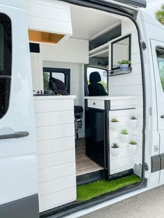 Van Conversion Layout, Van Conversion Interior, Sprinter Van Conversion, Camper Van Conversion Diy, Van Home, H & M Home, Converted Vans, Build A Camper Van, Motorhome