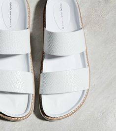 #Trend: Parmak arası sandaletleri rafa kaldırıyoruz. Rahat, ayağı saran çapraz bantlı sandaletler bu sene her gün bizimle! http://brnstr.co/29dxvv2  #brandstore #sandalet #capraz #bant